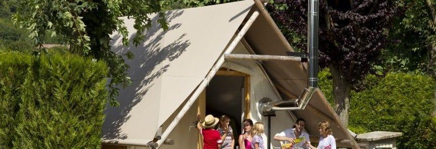 Tente-de-trappeur-en-famille-au-Camping-de-l-Aigrette-Attichy-Oise-